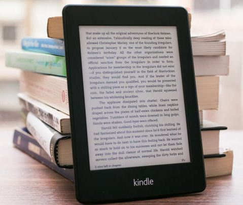il nuovo lettoer di ebook e-ink Kindle paperwhite di Amazon finalmente anche in Italia